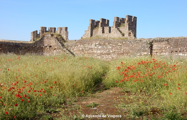 Muralhas_castelo_Terena